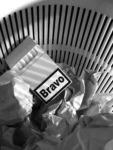 Bravo_cigarettes_la_poubelle