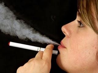 Fumée cigarette électronique vapoter